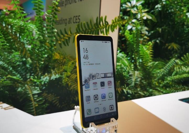 海信彩色水墨屏手机即将开卖 采用元太科技的印刷式彩色电子纸